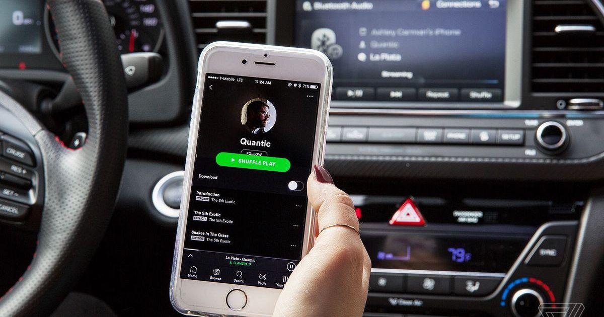 Asculta muzica in masina